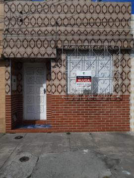 Alugar Casa / Padrão em Pelotas. apenas R$ 800,00