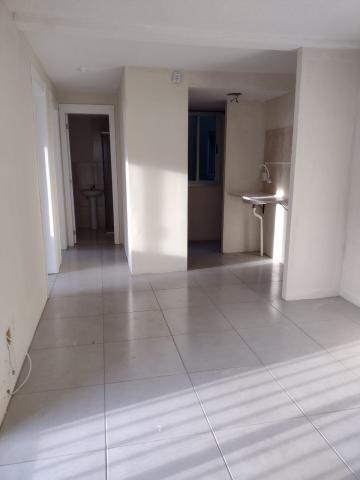 Alugar Apartamento / Padrão em Pelotas. apenas R$ 800,00