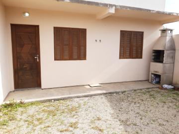 Alugar Casa / Padrão em Pelotas. apenas R$ 1.100,00