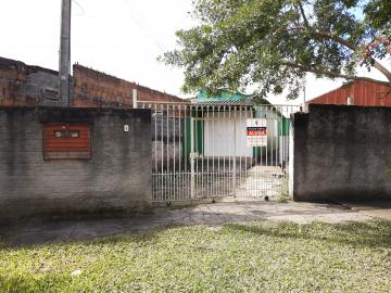 Alugar Casa / Padrão em Pelotas. apenas R$ 750,00