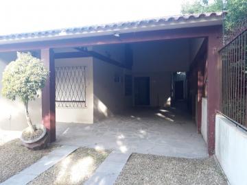 Alugar Casa / Padrão em Pelotas. apenas R$ 2.400,00