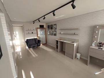 Alugar Comercial / Sala em Condomínio em Pelotas. apenas R$ 750,00