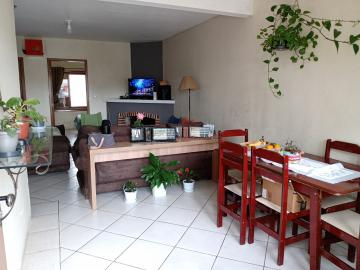Alugar Casa / Padrão em Pelotas. apenas R$ 350.000,00