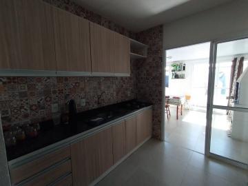 Moradas Club 2 , 03 dormitórios com varanda e churrasqueira, ficam móveis projetados na cozinha e quarto do casal, piso porcelanato, banheiro completo, pátio com piso cerâmico. Ótima posição solar. Aceita financiamento