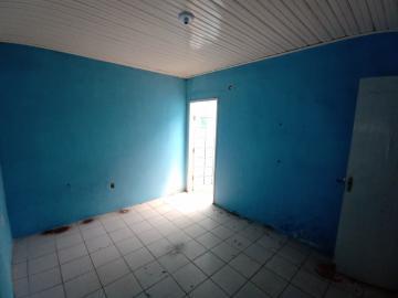 Casa antiga de Cohab areal, humilde, mas ao longo do tempo, foi reformada.