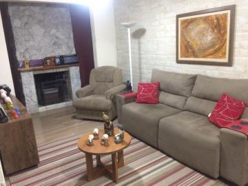 Alugar Casa / Padrão em Pelotas. apenas R$ 380.000,00