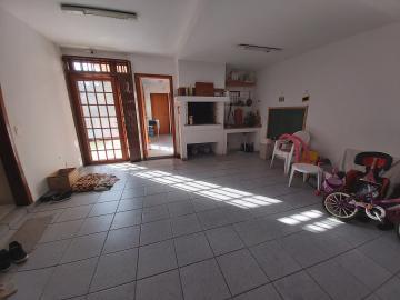 Sobrado Próximo Dom Joaquim - Ensolarado, 3 dormitórios sendo 1 suíte com closet e banheiro, sala 2 ambientes, lareira, copa-cozinha, escritório, lavabo, lavanderia, dep. completa, canil, pátio, piscina, espaço gourmet com churrasqueira, garagem para 2 carros. R$ 1.300.000,00 Estudo propostas.