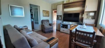 Apartamento Central, com 02 dormitórios e demais dependências, nas proximidades do Clube Brilhante, ótimo acabamento, todo em piso laminado. Ficam os móveis dos quartos e cozinha. 1 vaga de garagem