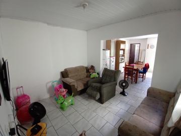 Alugar Casa / Padrão em Pelotas. apenas R$ 230.000,00