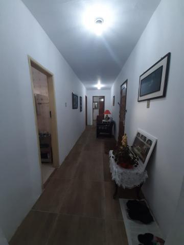 Ótima casa a meia quadra da Av. Juscelino K. de Oliveira, 3 dormitórios, peças muito amplas, pátio grande, área com churrasqueira, garagem para 2 carros. R$ 297.000,00