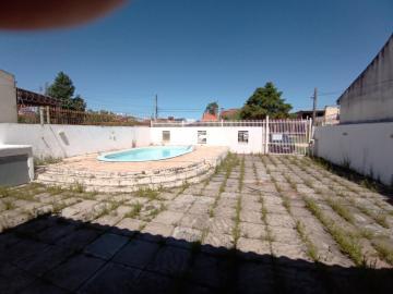 Casa no laranjal na rua Taquari, a duas quadras da praia, no Valverde, área útil de 12x25. Imóvel com sala de estar, área de serviço, banheiro social, churrasqueira, grades, muro, pátio, piscina, agende sua visita.