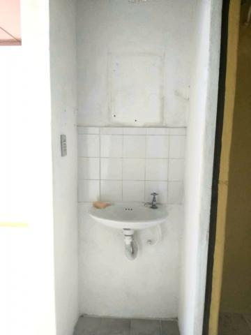 Casa no bairro Arcos Iris, 03 dormitórios, 02 banheiros, demais dependências, garagem com sala, churrasqueira e banheiro individual.