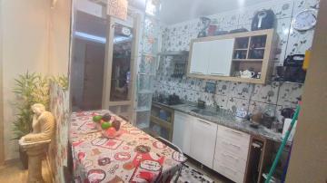 Lindo apartamento reformado, próximo a baronesa, 2 dormitórios, sala, cozinha americana, banheiro e área de serviço, vaga de estacionamento, condomínio com portaria 24hrs. Aceita financiamento. R$ 150.000,00