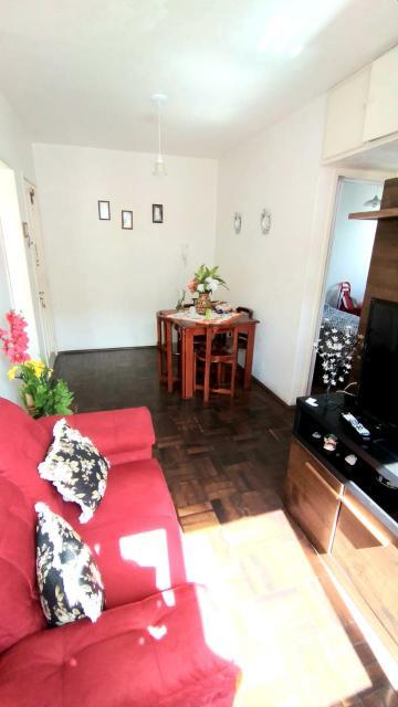 Apartamento com 02 dormitórios e demais dependências, muito bem localizado, todas as janelas em alumínio branco, condomínio baixo.