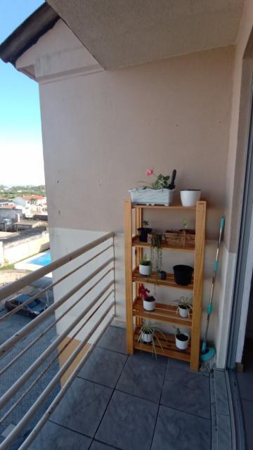 Apartamento no 5° andar com 2 dormitórios, banheiro, sala, cozinha, sacada, vaga de estacionamento. Imóvel em ótimo estado com vista privilegiada do pôr do sol.