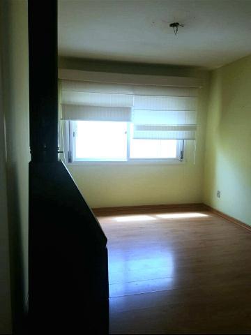 Ótimo apartamento com 3 dormitórios, sala de estar/ jantar em L, cozinha com armários planejados, banheiro na área de serviço, excelente posição solar, vaga de garagem, salão de festas e praça de lazer.
