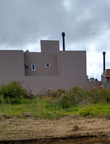 Alugar Terreno / Padrão em Pelotas. apenas R$ 127.700,00