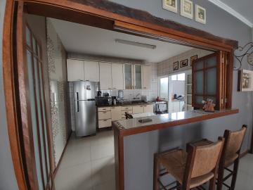 Ampla casa térrea - Próximo Dom Joaquim, impecável, 3 dormitórios sendo 1 suíte, sala de estar com lareira, escritório, sala de jantar, cozinha, lavanderia, banheiro social, espaço gourmet com churrasqueira, pátio, piscina, garagem. R$ 750.000,00 Aceita financiamento bancário.