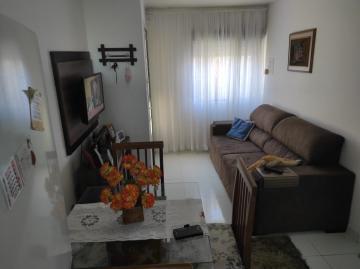 Alugar Apartamento / Padrão em Pelotas. apenas R$ 133.000,00