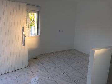 Alugar Casa / Padrão em Pelotas. apenas R$ 179.000,00