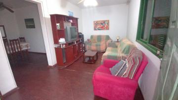 Alugar Casa / Padrão em Pelotas. apenas R$ 300.000,00
