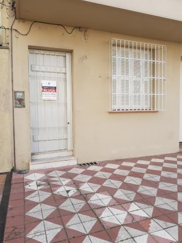 Alugar Casa / Padrão em Pelotas R$ 1.800,00 - Foto 1