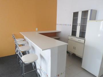 Alugar Apartamento / Fora de Condomínio em Pelotas R$ 800,00 - Foto 4