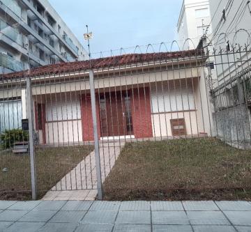 Alugar Casa / Padrão em Pelotas. apenas R$ 4.000,00