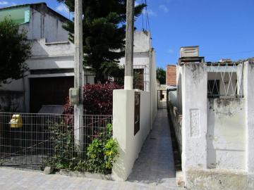 Alugar Casa / Padrão em Pelotas. apenas R$ 550,00